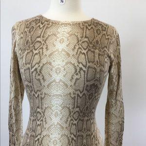 Old Navy Animal Print Sweater Size XS (B-76)